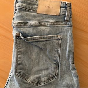 H & M Light Wash SKINNY Jean